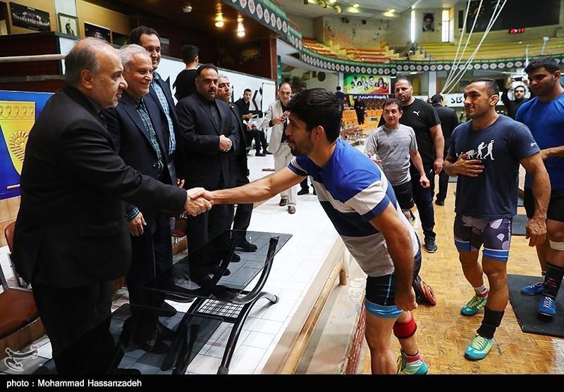ادامه سیاست تحت فشار گذاشتن کشتی از سوی سلطانی فر، از وزیر ورزش اصرار؛ از مربیان تیم ملی انکار