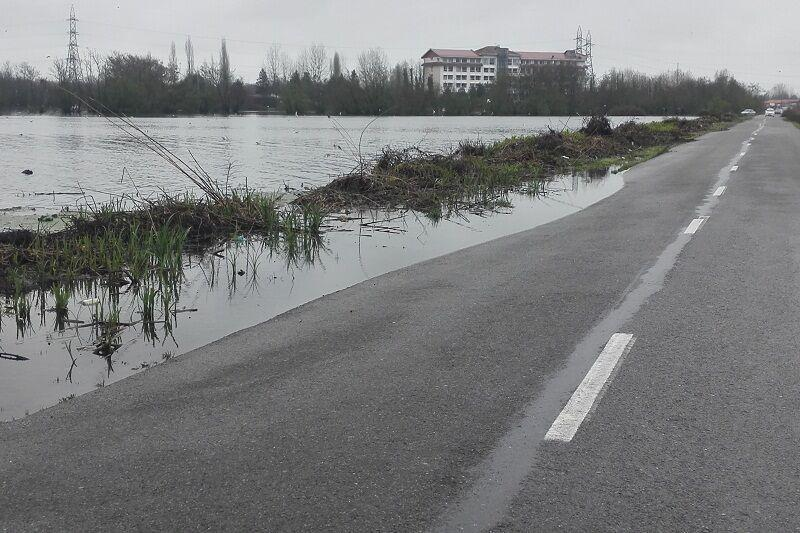 خبرنگاران آب مازاد تالاب استیل آستارا به دریای خزر تخلیه می گردد