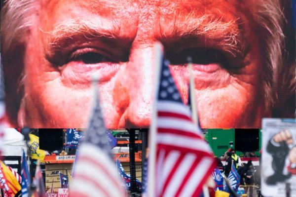 ترامپ را فورا از قدرت عزل کنید